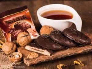 عکاسی تبلیغاتی صنایع غذایی نادی | عکاسی غذایی بصورت دکوراتیو | عکاسی غذایی تبلیغاتی | کلوچه روکش شکلات نادیک نادی